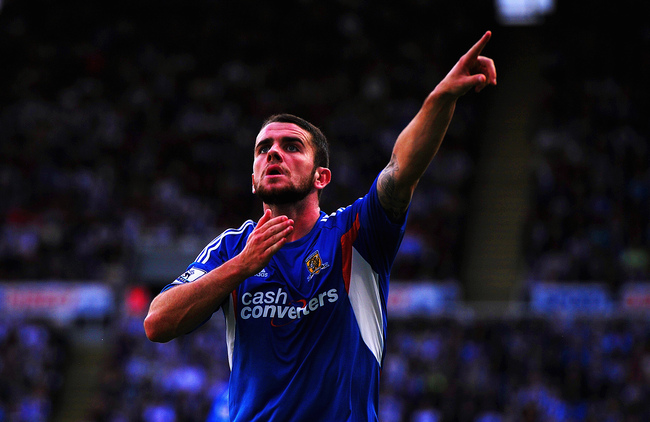 Hi-res-181424198-robbie-brady-of-hull-city-celebrates-scoring-during-the_crop_650
