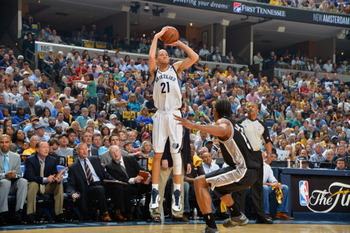 169568786-tayshaun-prince-of-the-memphis-grizzlies-shoots-the_display_image