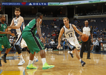 Hi-res-184422918-nick-calathes-of-the-memphis-grizzlies-drives-against_display_image
