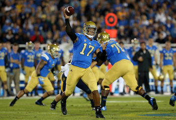 Hi-res-184261128-quarterback-brett-hundley-of-the-ucla-bruins-throws-a_display_image