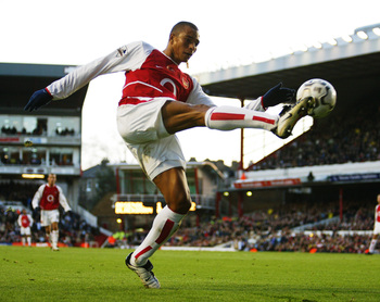Hi-res-2828835-gilberto-silva-of-arsenal-takes-control-of-the-ball_display_image