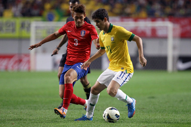 Hi-res-184212338-oscar-of-brazil-competes-for-the-ball-with-lee-yong-of_crop_650