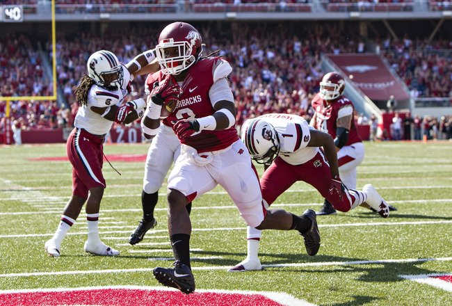 Hi-res-184228145-alex-collins-of-the-arkansas-razorbacks-rushes-for-a_crop_650x440