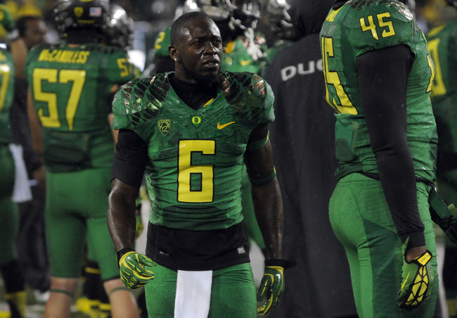 Hi-res-182282692-running-back-deanthony-thomas-of-the-oregon-ducks-paces_crop_650
