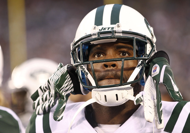 Hi-res-178007438-braylon-edwards-of-the-new-york-jets-stands-on-the_crop_650