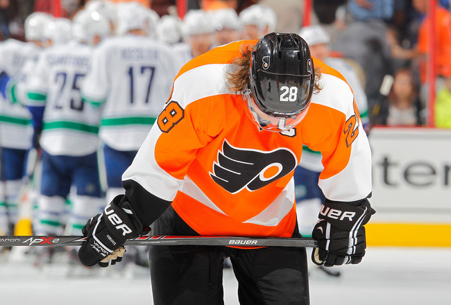 Hi-res-184718946-claude-giroux-of-the-philadelphia-flyers-skates-off-the_crop_650x440