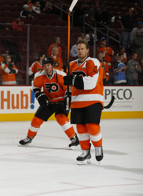 Hi-res-184685673-kimmo-timonen-of-the-philadelphia-flyers-warms-up_display_image