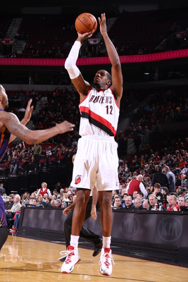 Hi-res-183898547-lamarcus-aldridge-of-the-portland-trail-blazers-shoots_display_image