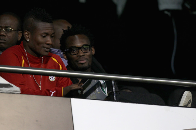 Hi-res-123908424-michael-essien-of-chelsea-looks-on-during-the_crop_650
