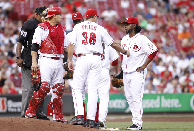 Hi-res-119901831-johnny-cueto-of-the-cincinnati-reds-talks-with-pitching_crop_650x440