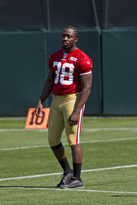 Hi-res-168524495-marcus-lattimore-of-the-san-francisco-49ers-watches-his_display_image