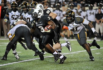 Hi-res-183201200-jerron-seymour-of-the-vanderbilt-commodores-rushes_display_image