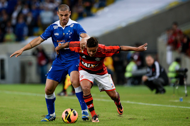 Hi-res-178294214-carlos-eduardo-of-flamengo-struggles-for-the-ball-with_crop_650