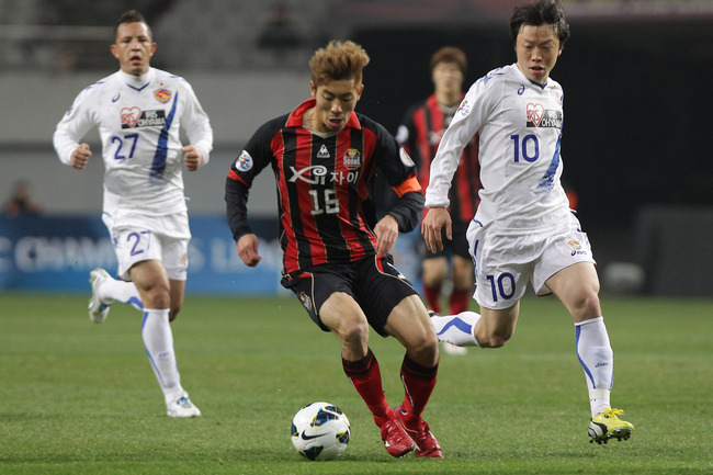 Hi-res-165251674-ha-dae-sung-of-fc-seoul-competes-with-ryang-yong-gi-of_crop_650