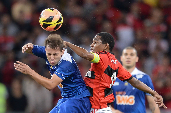 Hi-res-178294348-elias-of-flamengo-struggles-for-the-ball-with-everton_crop_650
