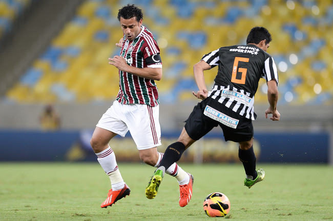 Hi-res-179145830-fred-of-fluminense-struggles-for-the-ball-with-durval_crop_650