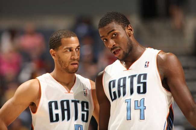 Hi-res-166847427-jannero-pargo-confers-with-teammate-michael-kidd_crop_650