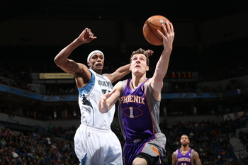 Hi-res-166552955-goran-dragic-of-the-phoenix-suns-goes-to-the-basket_display_image