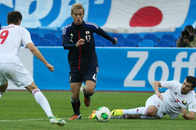 Hi-res-184684883-keisuke-honda-of-japan-is-challenged-by-alexander_crop_650