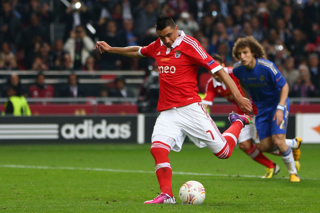 Hi-res-168806762-oscar-cardozo-of-benfica-scores-their-first-goal-from_crop_650
