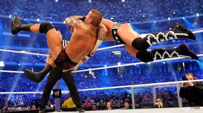 Wrestlemania-27-cm-punk-vs-randy-orton-randy-orton-20740690-680-379_crop_650