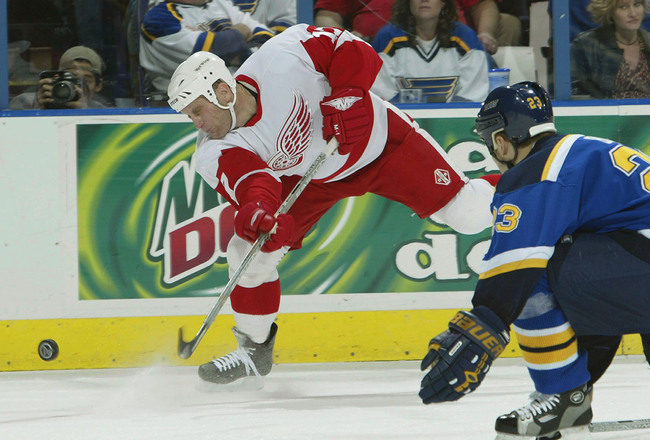 Hi-res-2769487-brett-hull-of-the-detroit-red-wings-takes-a-shot-on-net_crop_650x440