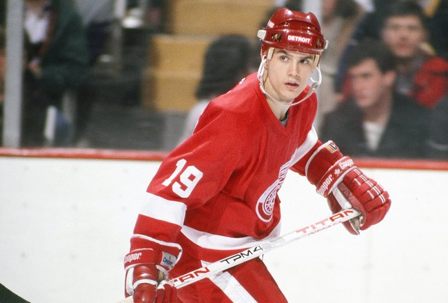 Hi-res-81742352-1980s-steve-yzerman-of-the-detroit-red-wings-skates-in_crop_650x440