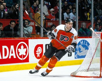 Hi-res-100023136-1990s-eric-lindros-of-the-philadelphia-flyers-skates_display_image