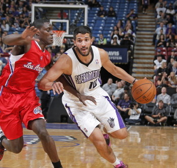 184780778-greivis-vasquez-of-the-sacramento-kings-drives-towards_display_image
