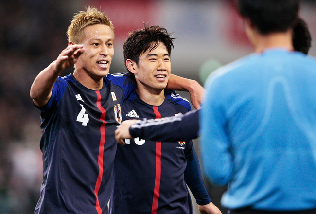 Hi-res-160803041-shinji-okazaki-of-japan-is-congratulated-by-keisuke_crop_650x440