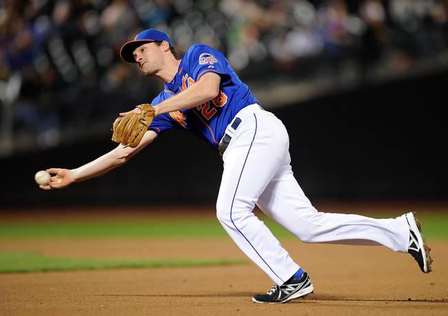 Hi-res-182049110-daniel-murphy-of-the-new-york-mets-throws-to-first-base_crop_650