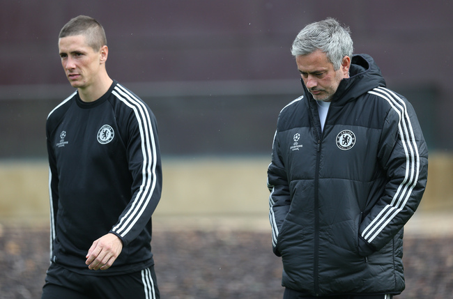 Hi-res-185469316-chelsea-manager-jose-mourinho-chats-with-fernando_crop_650