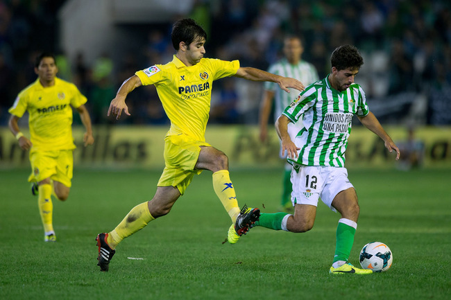 Hi-res-182388174-didac-vila-of-real-betis-balompie-competes-for-the-ball_crop_650