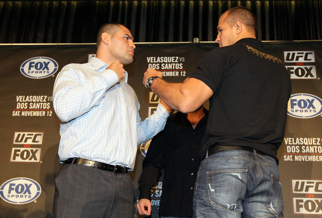 Hi-res-125686192-fighters-cain-velasquez-and-junior-dos-santos-square_crop_650x440