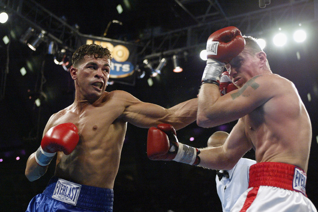 ATLANTIC CITY, NJ - NOVEMBER 23:  Arturo Gatti hits Mickey Ward with a left hook during their junior welterweight bout on November 23, 2002 at Convention Hall in Atlantic City, New Jersey.  (Photo by Al Bello/Getty Images)