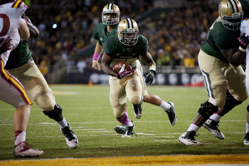 Hi-res-185377146-lache-seastrunk-of-the-baylor-bears-breaks-free-for-a_display_image