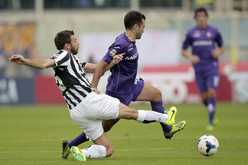 Hi-res-185403395-giuseppe-rossi-of-acf-fiorentina-fights-for-the-ball_display_image