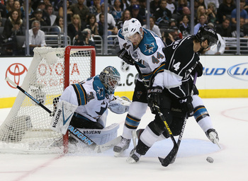 Hi-res-169609730-goaltender-antti-niemi-of-the-san-jose-sharks-defends_display_image