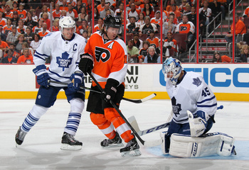 Hi-res-183650982-scott-hartnell-of-the-philadelphia-flyers-battles-in_display_image