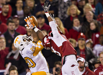 Hi-res-132621614-rajion-neal-of-the-tennessee-volunteers-catches-a-pass_display_image