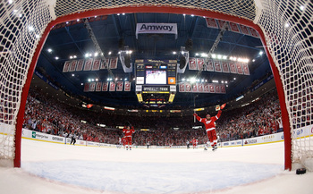 Hi-res-169387545-henrik-zetterberg-of-the-detroit-red-wings-celebrates-a_display_image