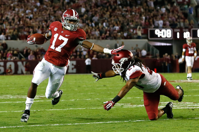 Hi-res-185369220-kenyan-drake-of-the-alabama-crimson-tide-stiff-arms_crop_650