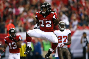 Hi-res-185429767-jacquizz-rodgers-of-the-atlanta-falcons-reacts-after_display_image