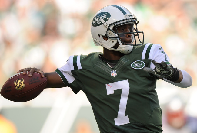 Hi-res-185435149-geno-smith-of-the-new-york-jets-throws-a-pass-during_crop_650x440