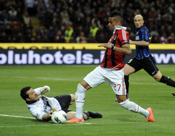 Julio Cesar denies Kevin-Prince Boateng in the derby della madonnina on May 6, 2012.