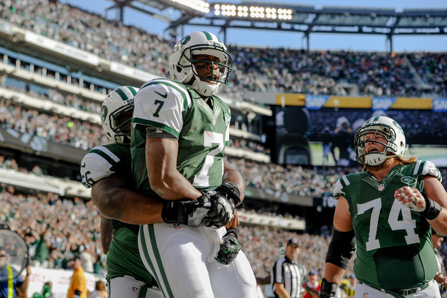 Hi-res-185430376-quarterback-geno-smith-of-the-new-york-jets-celebrates_crop_650