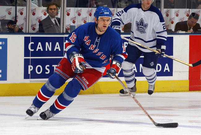 Hi-res-2887627-center-bobby-holik-of-the-new-york-rangers-skates-on-the_crop_650