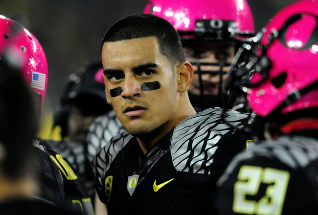 Hi-res-185388920-quarterback-marcus-mariota-of-the-oregon-ducks-looks-on_crop_650x440