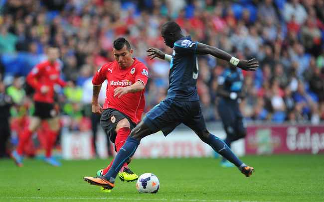 Hi-res-183153959-newcastle-player-papiss-cisse-challenges-gary-medel-of_crop_650