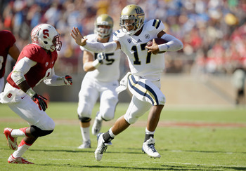 Hi-res-185363998-brett-hundley-of-the-ucla-bruins-tries-to-straight-arm_display_image